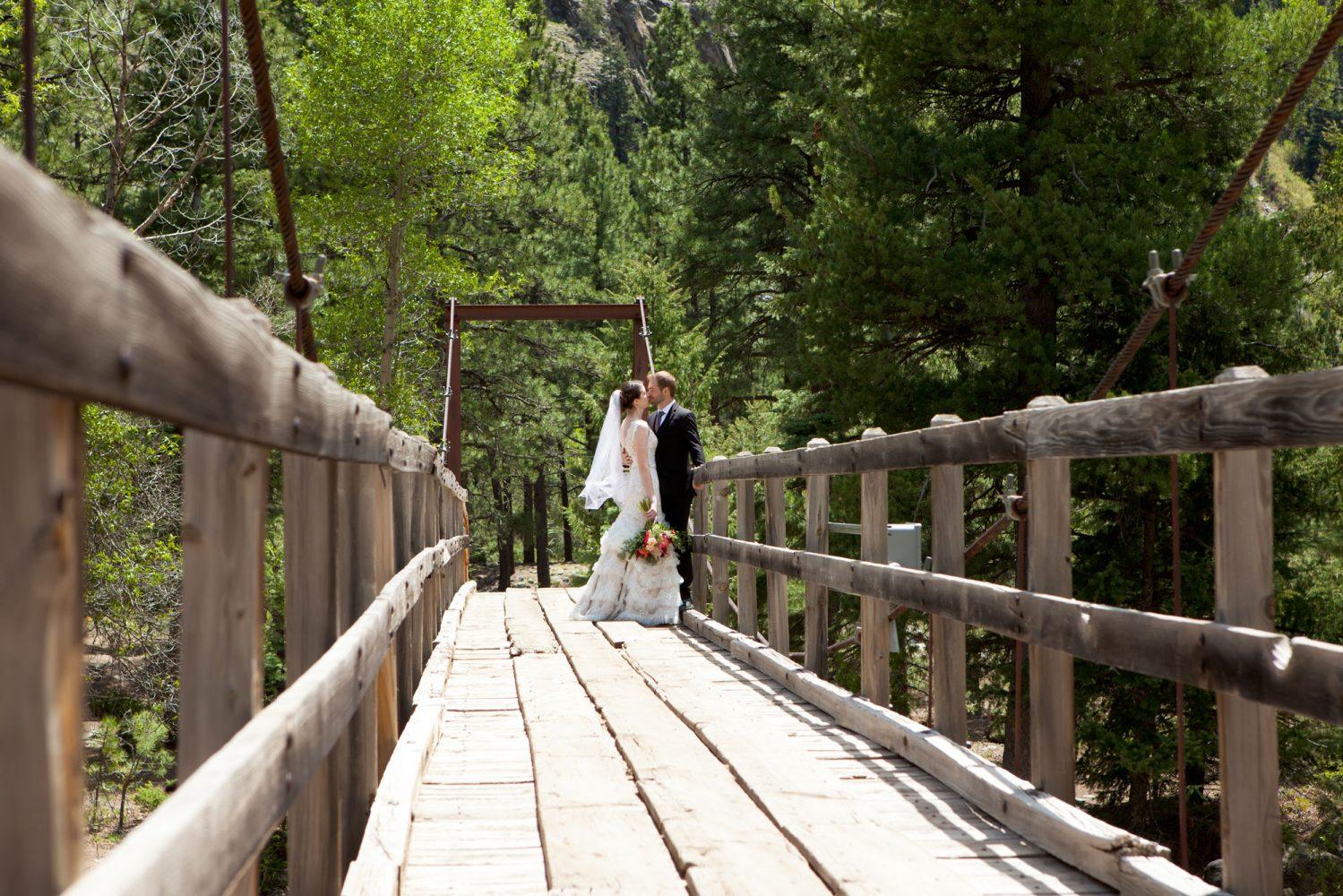 Durango Colorado wedding couple kissing