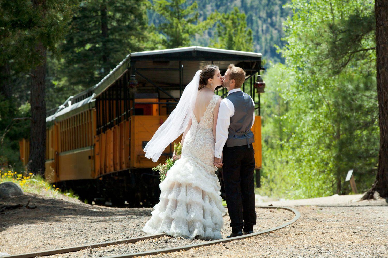 Durango Colorado wedding couple kissing in front of the Durango Silverton train