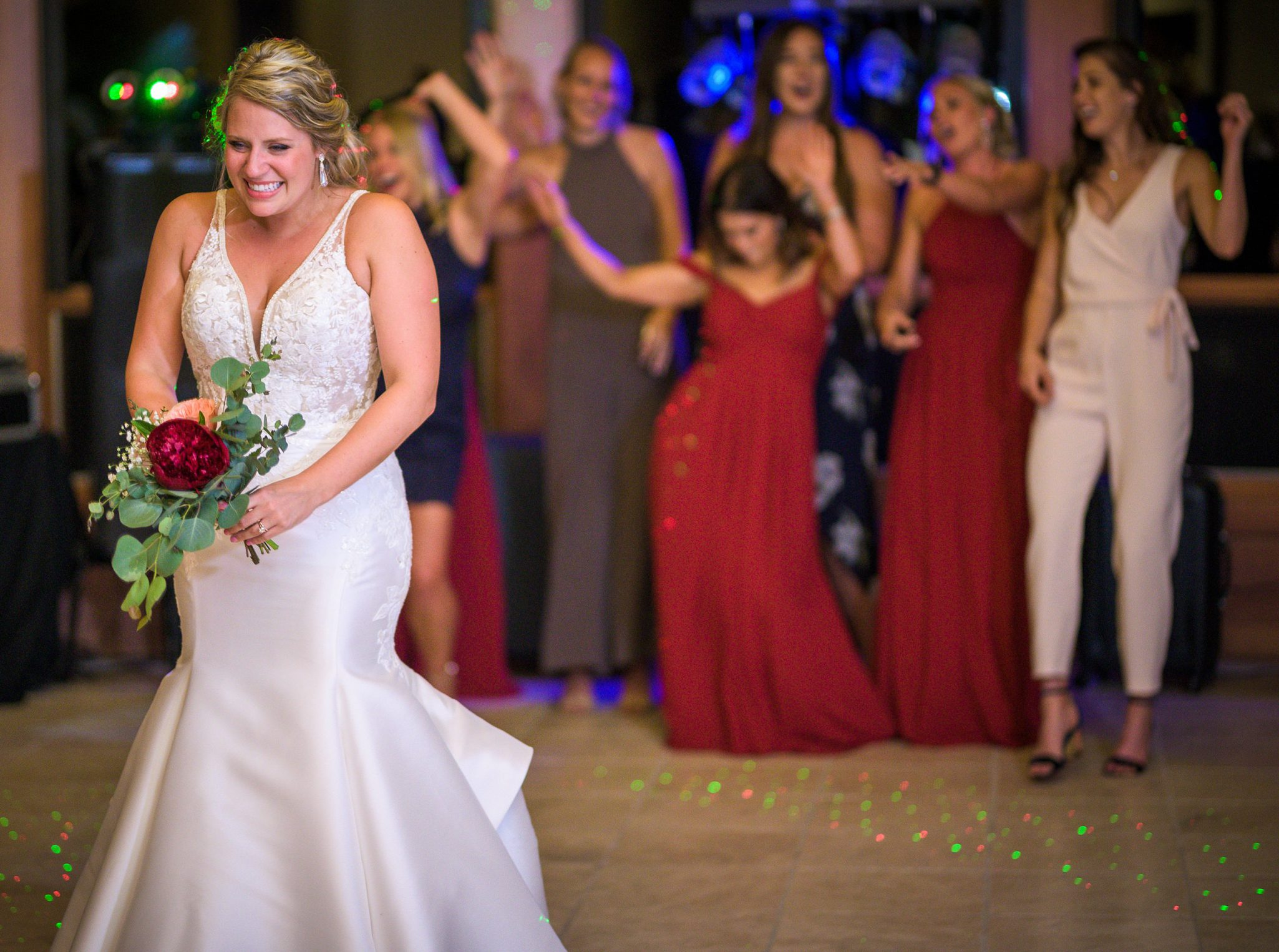 Bouquet toss | Durango Weddings Magazine